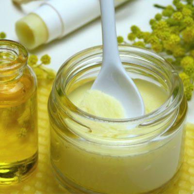 pot en verre pour formuler des produits cosmétiques naturels avec des ingrédients naturels